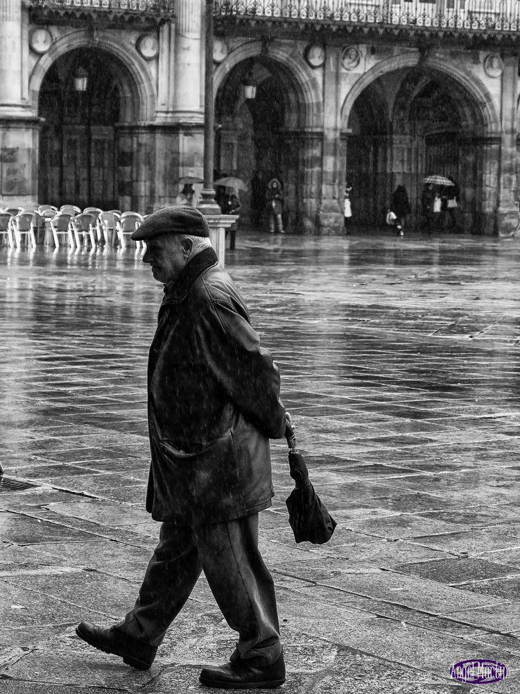 """"""" Paseando bajo la lluvia """" by angelserradilla"""