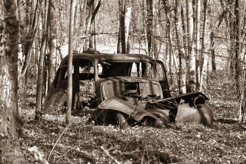 Old car by Laetitia Beau