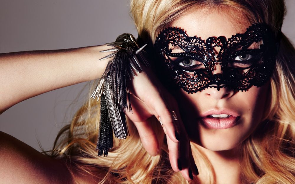 holly-willoughby-girl-mask-face-wallpaper by lili