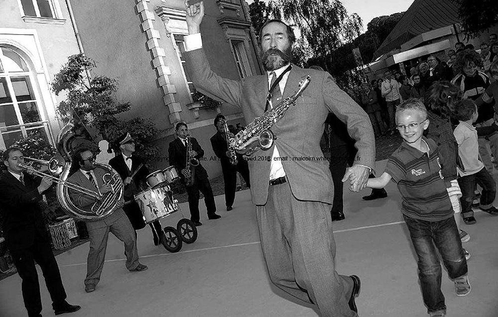Photo in Street Photography #photogrpahy #photo #photographie #music #musicians #musique #black and white #humour #fun #funny #europe #france #french #francaise