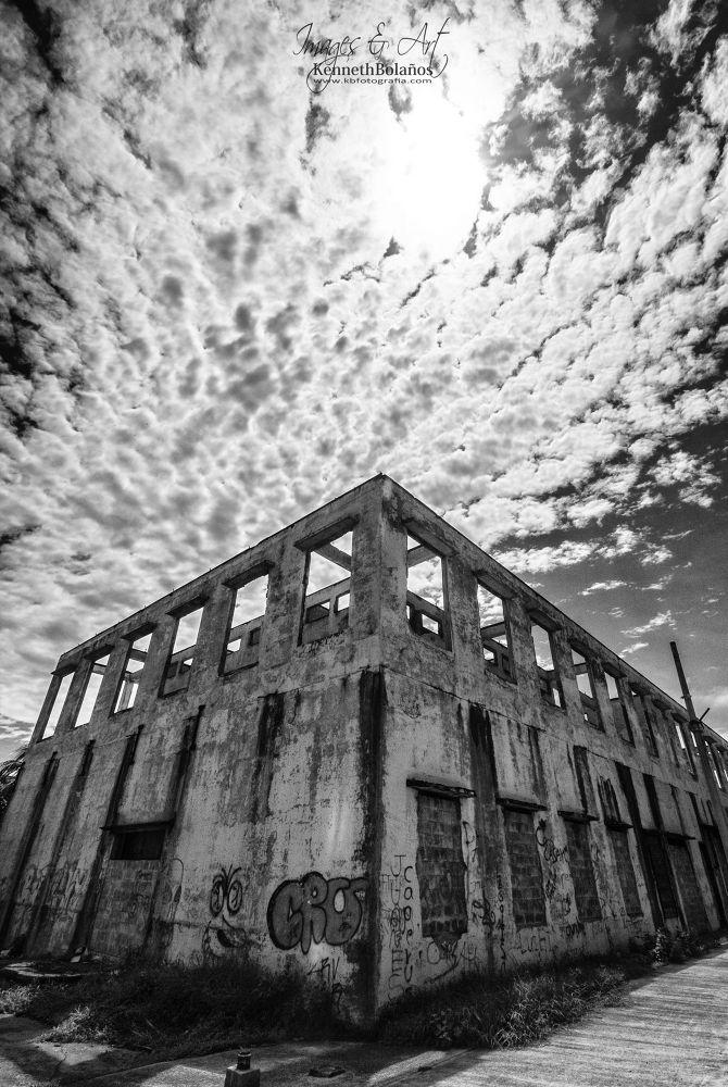 Old train station by Kenneth Bolaños Bogantes