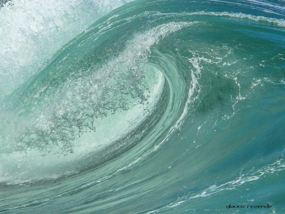 Wave by Glauco Rezende