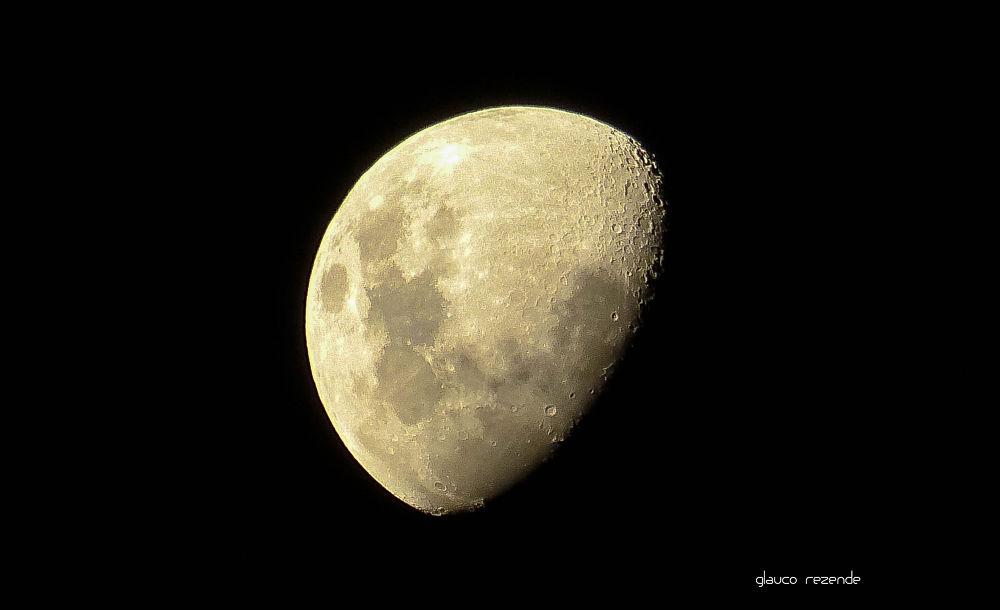 Moon by Glauco Rezende
