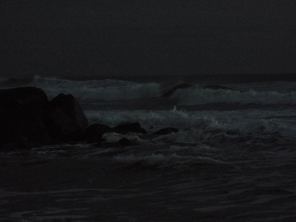 Crashing Waves by JamieSummerton