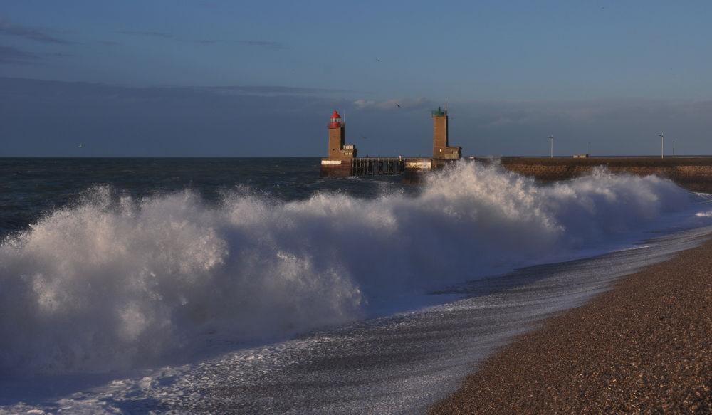 Photo in Landscape #vague #phare #petite tempête