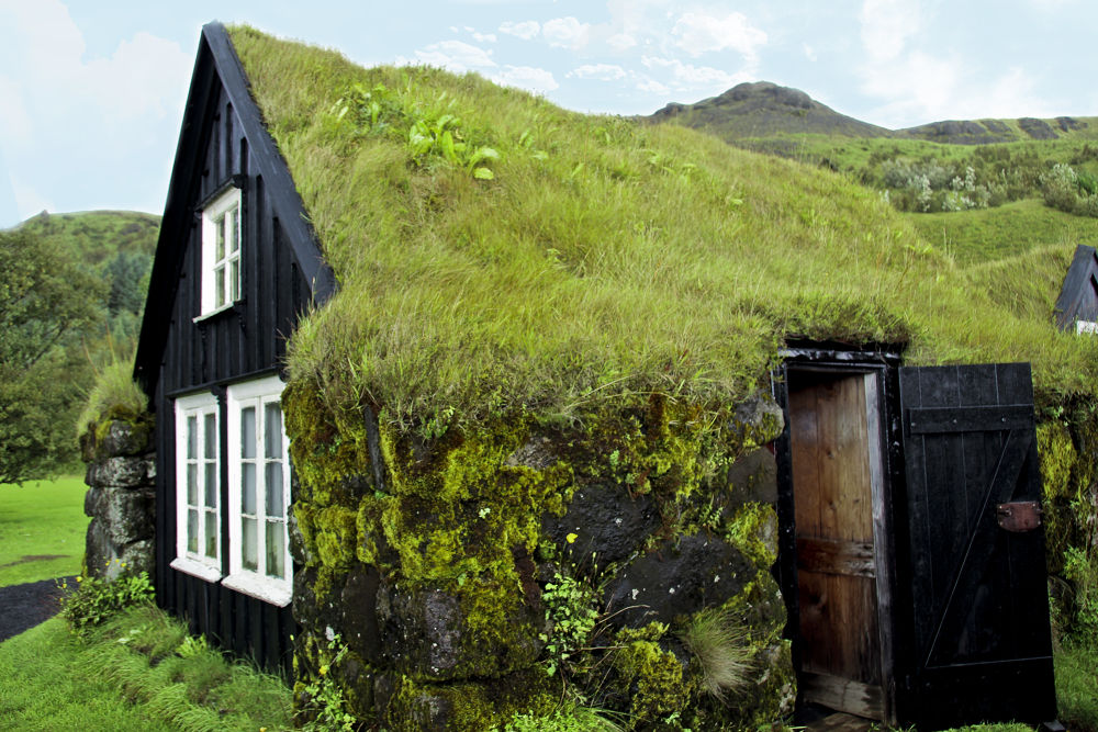 Sod House - Iceland by momtaxi711