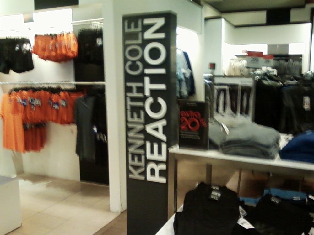 a reaction in the shopping center 1 by Francisco Lopez