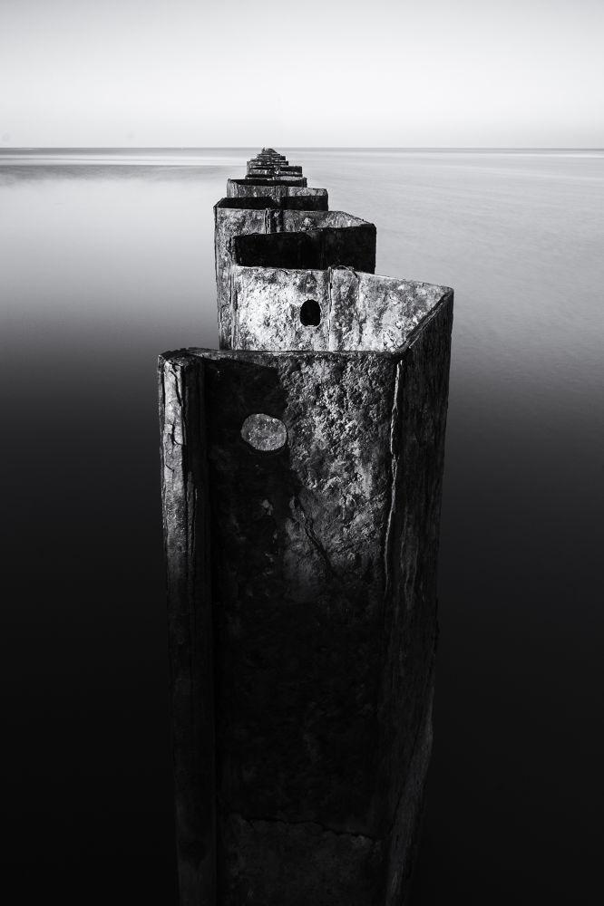 Photo in Random #mare #acqua #porto #bianco e nero #orizzonte