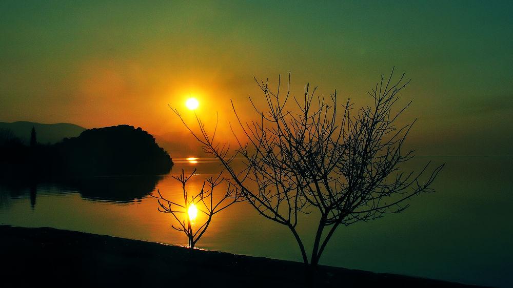 sunlight by Güven Orman