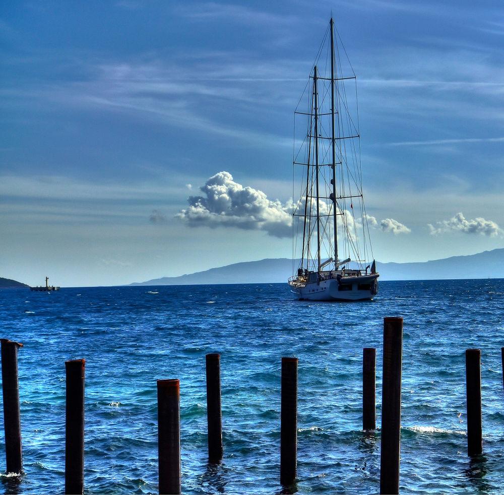 blue sky by Güven Orman