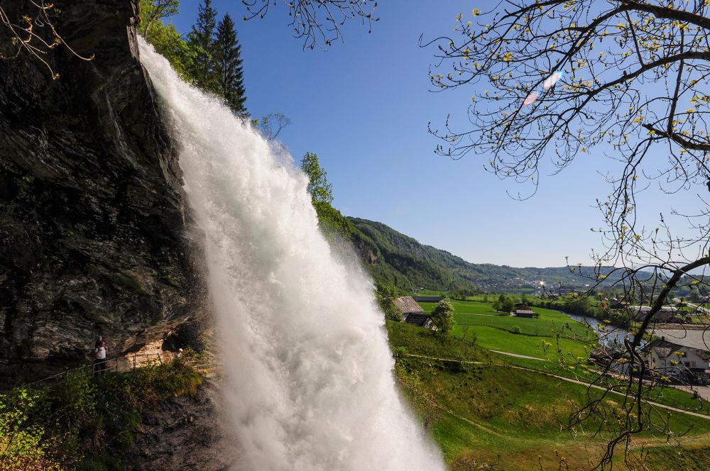 Waterfall by Håkon Torgersen
