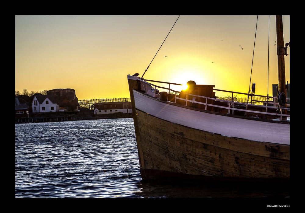Boat in the harbour 2 by OleBendiksen