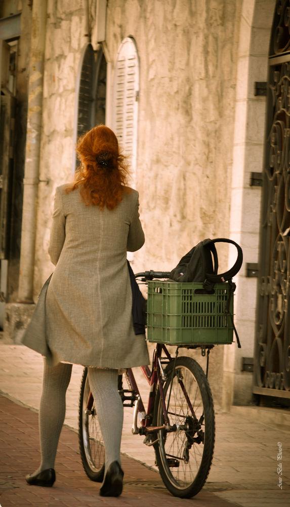 Beauty on the street by Amir Bilu