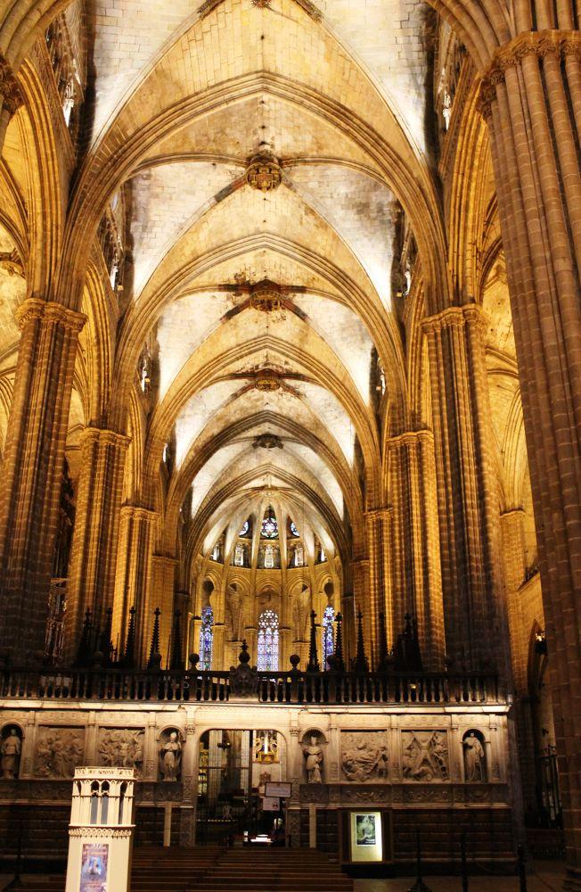 Barcellona, Navata centrale della Cattedrale by meiferdinando