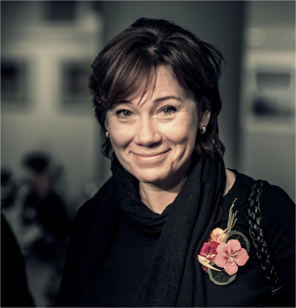 Smiley lady  by Artur Politov