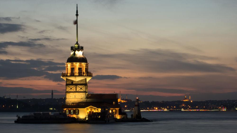 Maiden Tower (Kız Kulesi) / Istanbul by Merthan76