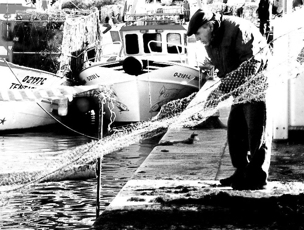old fisherman by Eduardo Guerra