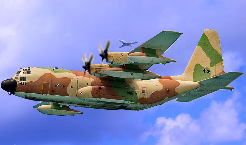 Aircraft spotting by Elisha Sokolov