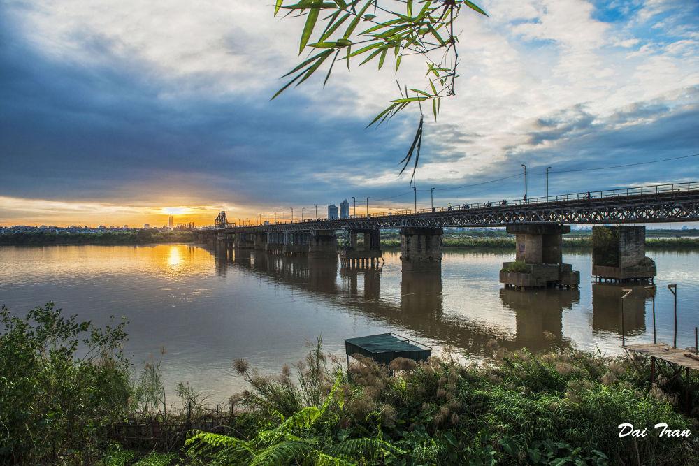 Sunset on Long Bien Bridge by Dai Tran