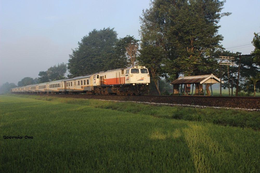 MORNING TRAIN by Kurniawan Wachid