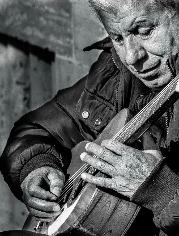 The guitarist by Stefano Regini