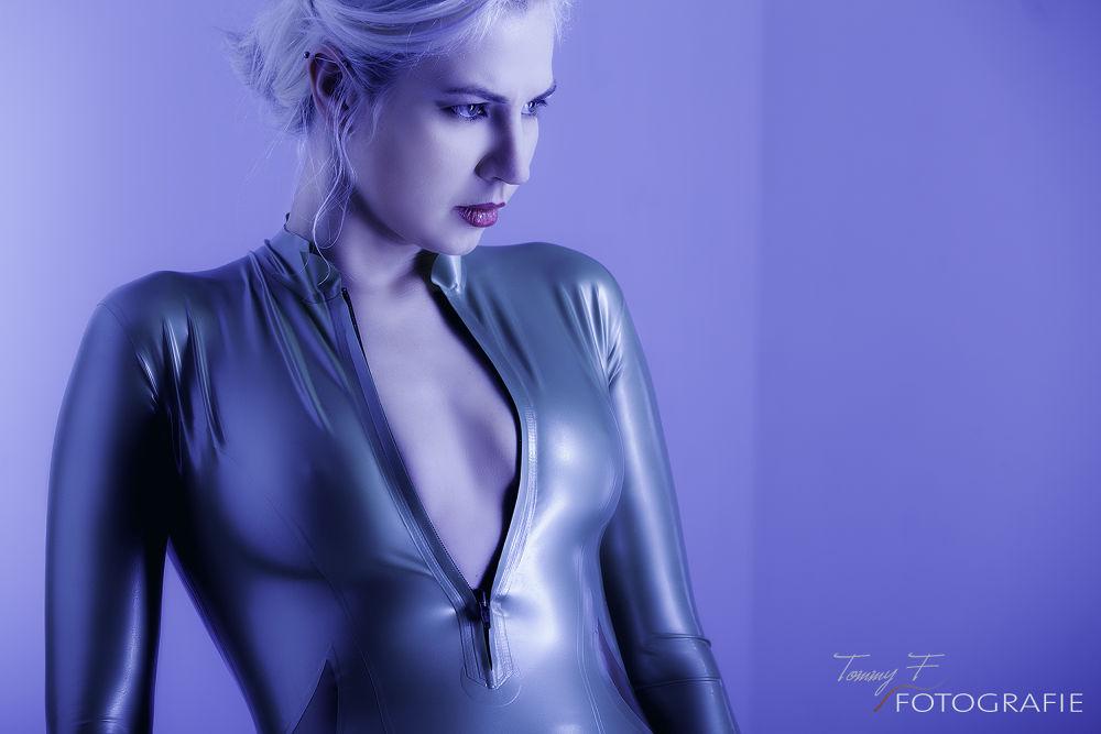 Latex-Portrait by Tommy F Fotografie