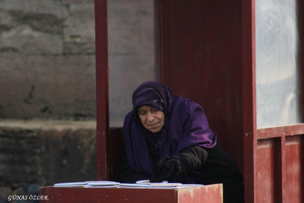 Old women by Günas Özler