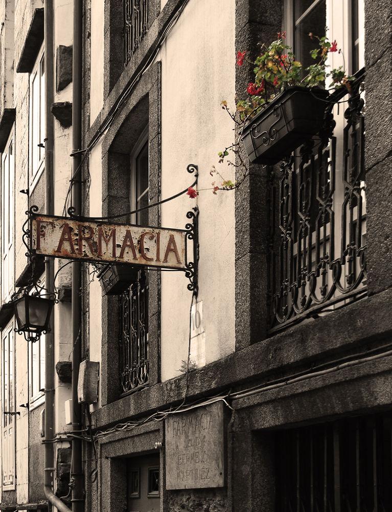 Farmacia by Patricia de la Lama