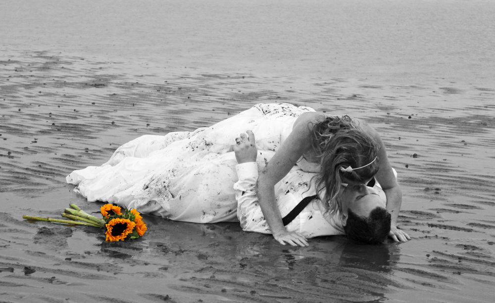 Loves a Beach in Rock the Wedding Frock by Nicola Whitton Nicechoicephotography