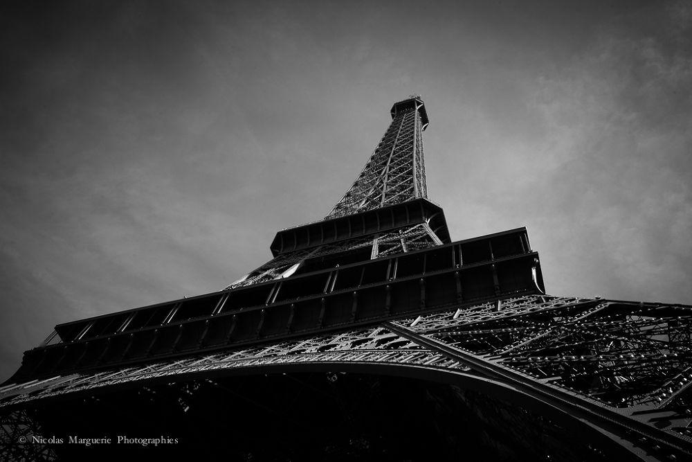 Photo in Architecture #france #paris #tour eiffel #dame de fer #architecture #monuments #noir et blanc #black and white #n&b #b&w