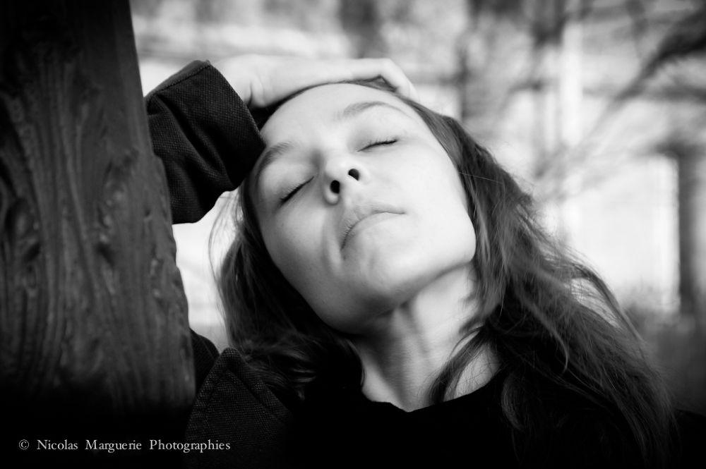 Photo in Portrait #sarah #femme #woman #portrait #girl #fille #noir et blanc #black and white #people #personne