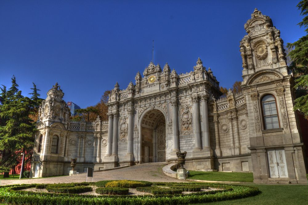 Dolmabahce Palace by Efraim DONMEZ