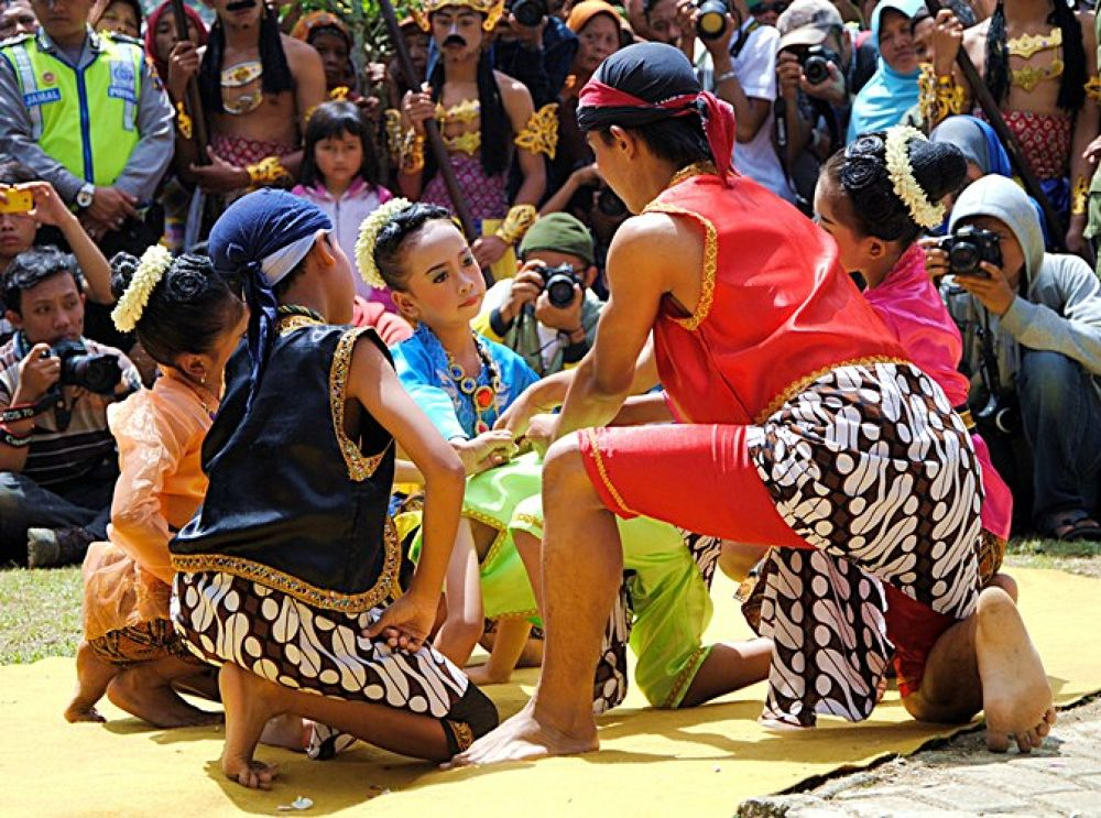 (Cublak-cublak Suweng) traditional games from central java Indonesia by haridi