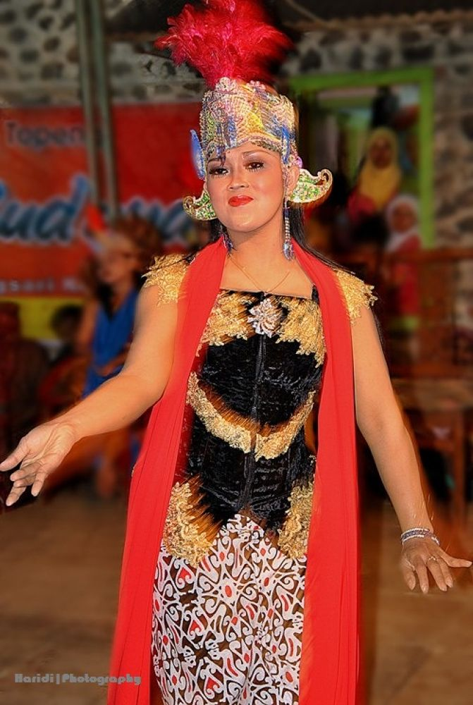 dance Lengger of Wonosobo, Central Java, Indonesia by haridi