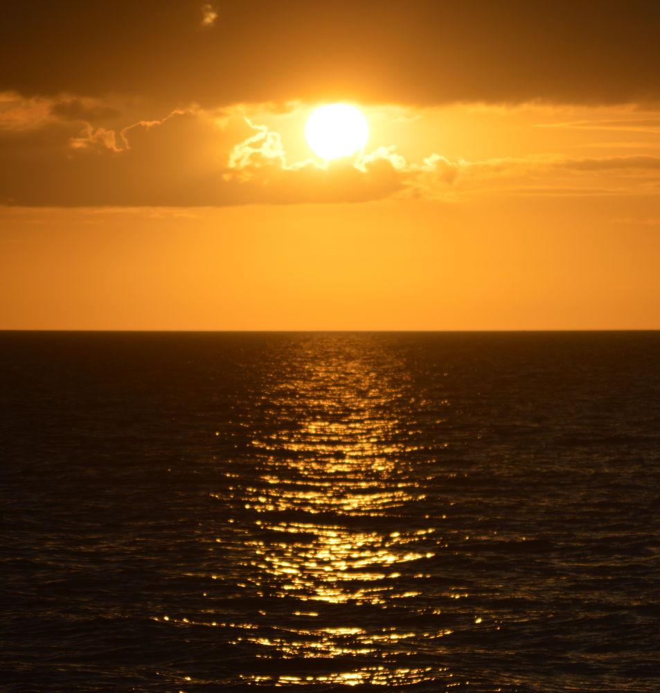 Finally a Sunset. by José Javier Benítez