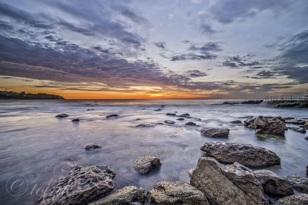 Shot at bronte i am quite fortunate to come here for the first time with great clouds and swell by Garrie Plata