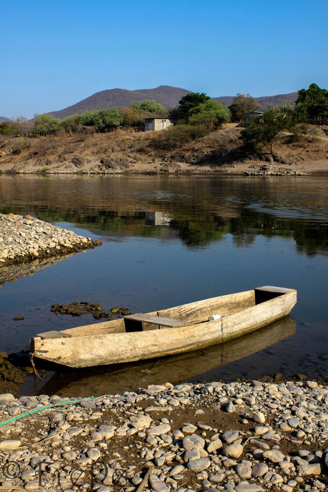 Rio Balsas , Guerrero-Michoacan . Mexico. by Fredy Peñaloza