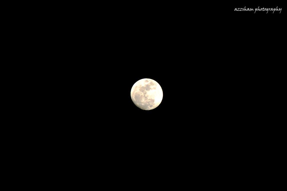 full moon by azzsham