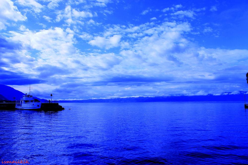 Sky & sea by kilikismail