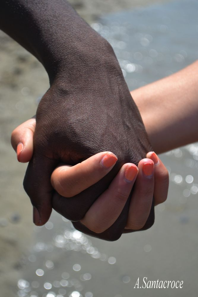 Quando la mano di un uomo tocca la mano di una donna, entrambi toccano il cuore dell'eternità (K.Gib by Antonella Santacroce
