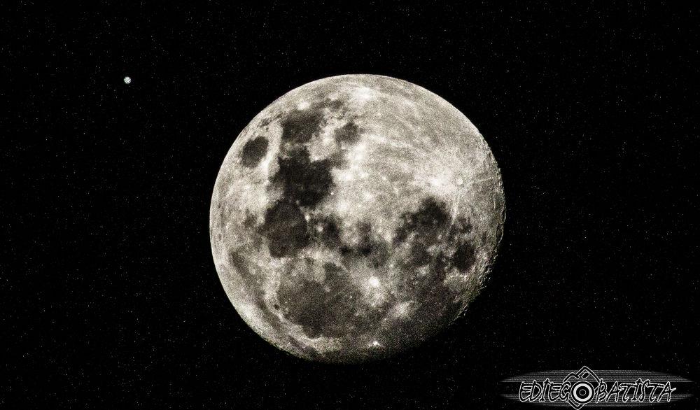 The moon by ediegobatista