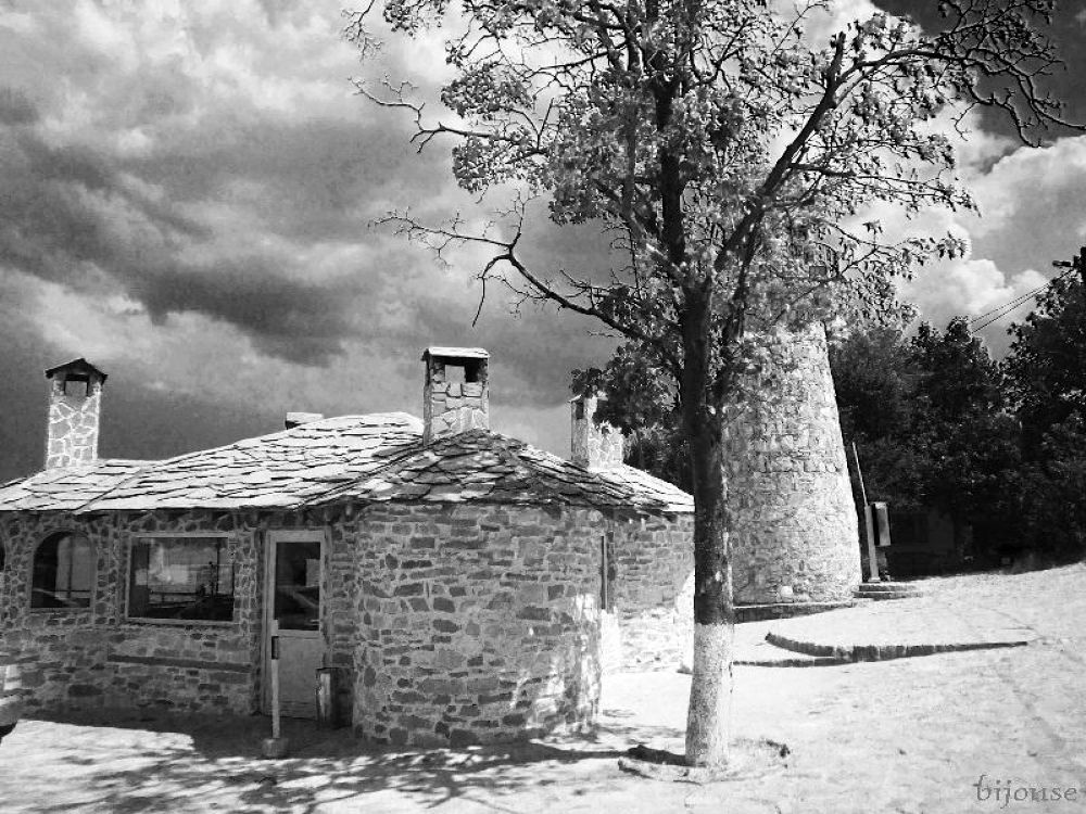 Black and white memories by bijonse
