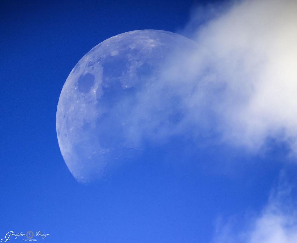 Waxing Gibbous Moon by inceptivebydesign
