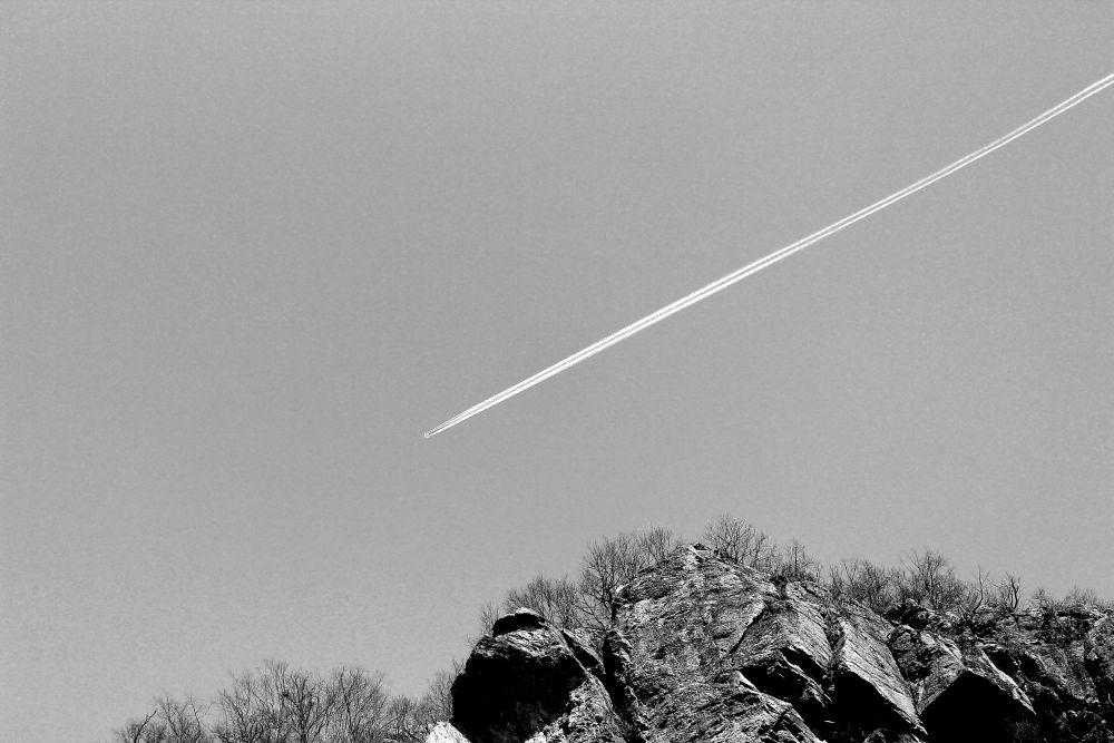 airplane by Tavi Anghelus