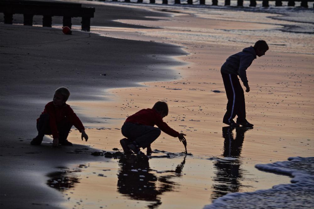Children at the beach - 1 by Stefania Parise