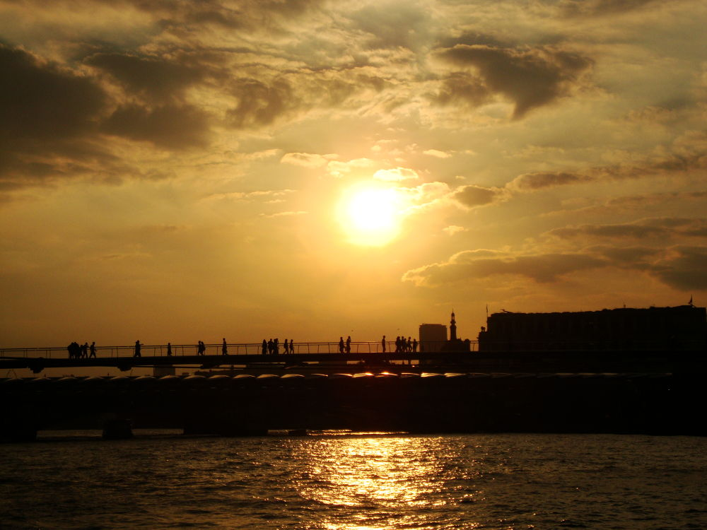 Sunset from the River Thames - London by RaoniFrizzo