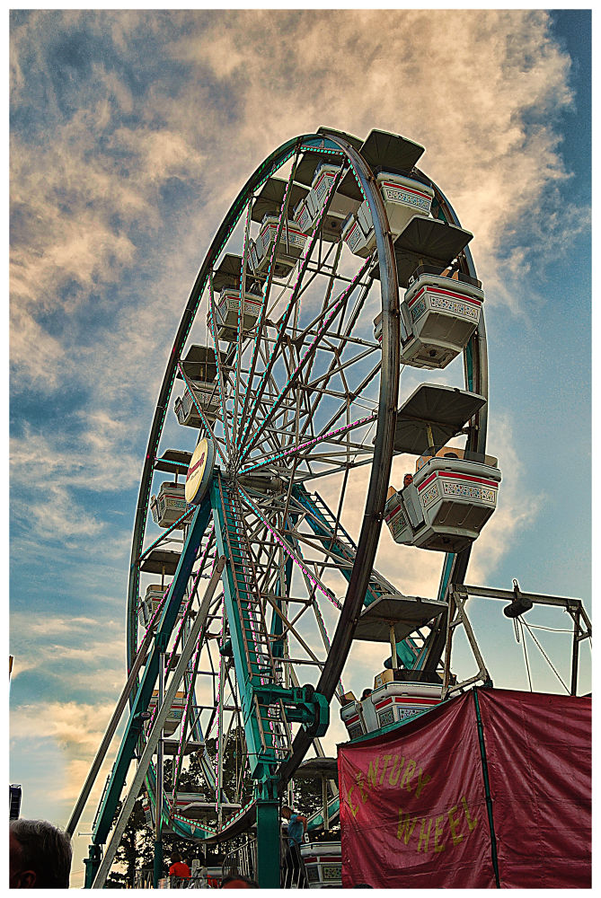 Ferris Wheel  by mikellsobzz00