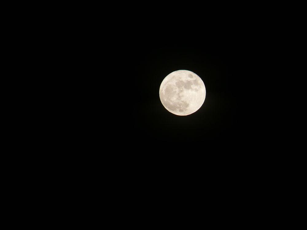 Full Moon by Brandal