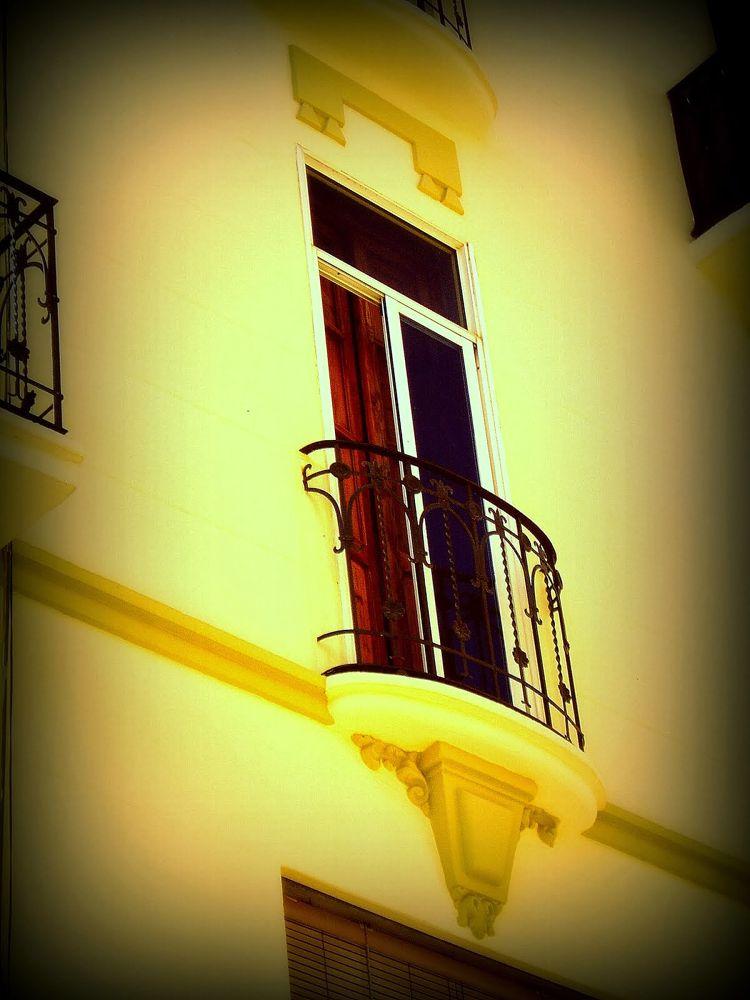 balcon ovalado amarillo by javier