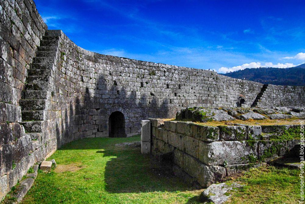 Castelo de Melgaço by turismoenportugal